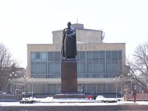 г. Владикавказ Осетинский театр и Памятник Коста
